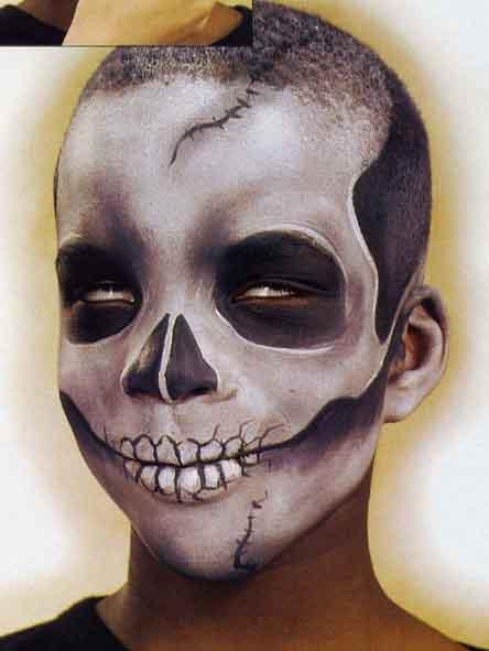 FOURNITURES Maquillage à leau, coloris blanc, noir ** éponges à maquillage ** papier absorbant ** pot deau ** pinceaux de bonne qualité pinceau brosse,